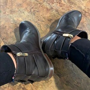 Tommy Hilfiger brown leather booties